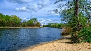 База відпочинку на березі річки Сіверський Донець